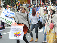BOGOTÁ -COLOMBIA,  29-08-2013. Miles de estudiantes se volcaron a las calles de la ciudad de Bogotá en apoyo al Paro nacional Agrario. En la imagen estudiantes de la Universidad nacional marchando hacia la Plaza de Bolívar de Bogotá./ Thousands of students took to the streets of Bogota to support the Agrarian National Strike. In the image students of Universidad nacional de Colombia march to the Plaza de Bolívar  in BOgota city. Photo: VizzorImage/Gabriel Aponte/STR