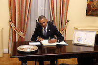 Pictured L-R: US President Barack Obama signs the visitors' book. Tuesday 15 November 2016<br /> Re: US President Barack Obama attends official stat banquet at the Presidential Mansion during his visit to Athens Greece