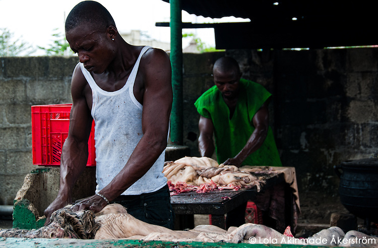 Nigeria - Butchers cleaning cattle intestines