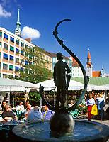 Deutschland, Bayern, Oberbayern, Muenchen: Karl Valentin Brunnen auf dem Viktualienmarkt | Germany, Bavaria, Upper Bavaria, Munich: Karl Valentin fountain at Viktualien market