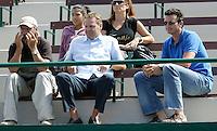 11-7-06,Scheveningen, Siemens Open, rirst round match, Hugo Ekker,Tjerk Bogtstra en Richard Krajicek op de tribune