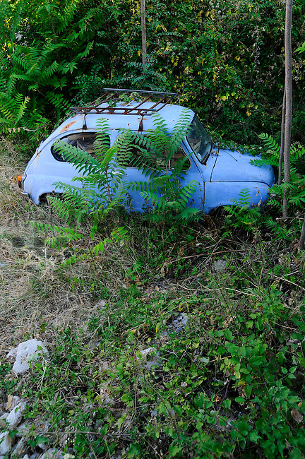 Old Car, altes Auto, Linardici. Krk Island, Dalmatia, Croatia. Insel Krk, Dalmatien, Kroatien. Krk is a Croatian island in the northern Adriatic Sea, located near Rijeka in the Bay of Kvarner and part of the Primorje-Gorski Kotar county. Krk ist mit 405,22 qkm nach Cres die zweitgroesste Insel in der Adria. Sie gehoert zu Kroatien und liegt in der Kvarner-Bucht suedoestlich von Rijeka.
