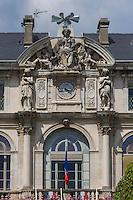 France, Aquitaine, Pyrénées-Atlantiques, Béarn, Pau: l'Hôtel de Ville , Place Royale //  France, Pyrenees Atlantiques, Bearn, Pau