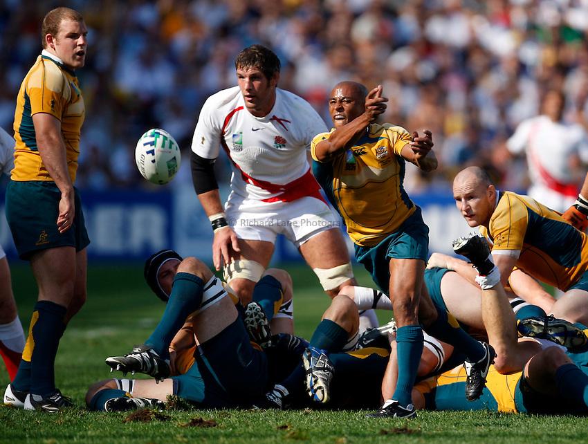 Photo: Richard Lane/Richard Lane Photography..Australia v England. Quarter Final, IRB Rugby World Cup, RWC 2007. 06/10/2007. .Australia's George Gregan passes.