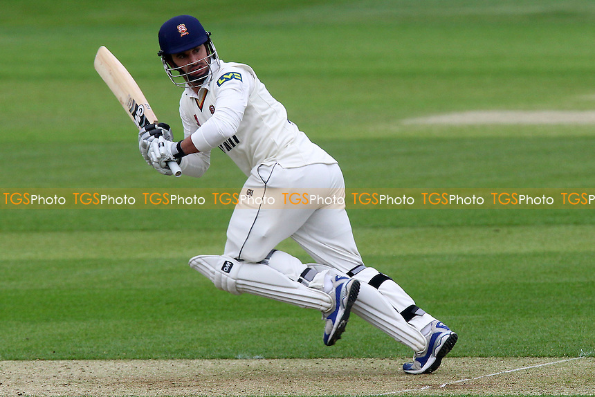 Ryan ten Doeschate in batting action for Essex - Essex CCC vs Kent CCC - LV County Championship Division Two Cricket at the Essex County Ground, Chelmsford - 22/05/13 - MANDATORY CREDIT: Gavin Ellis/TGSPHOTO - Self billing applies where appropriate - 0845 094 6026 - contact@tgsphoto.co.uk - NO UNPAID USE.