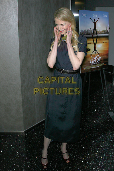 "NICOLE KIDMAN.""God Grew Tired of Us"" Los Angeles Premiere - Arrivals held at The Pacific Design Center, Los Angeles, California, USA, 8 January 2007..full length grey dress belt red burgundy maroon patent open toe shoes hands touching face.CAP/ADM/ZL.©Zach Lipp/Admedia/Capital Pictures"