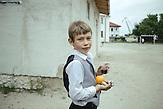 Junge auf dem Schulhof, Sulina, Rumänien, 2015 / Boy in the playground, Sulina, Romania, 2015