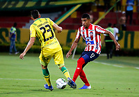 BUCARAMANGA - COLOMBIA, 01-09-2019: Johan Caballero de Atlético Bucaramanga y Gabriel Fuentes de Atlético Junior disputan el balón, durante partido entre Atlético Bucaramanga y Atlético Junior, de la fecha 9 por la Liga Águila II 2019, jugado en el estadio Alfonso López de la ciudad de Bucaramanga. / Johan Caballero of Atletico Bucaramanga and Gabriel Fuentes of Atletico Junior vies for the ball, during a match between Atletico Bucaramanga and Atletico Junior, of the 9th date for the Aguila Leguaje II 2019 at the Alfonso Lopez Stadium in Bucaramanga city Photo: VizzorImage / Oscar Martínez / Cont.