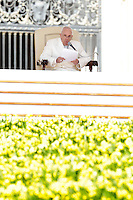 Papa Francesco tiene l'udienza generale del mercoledi' in Piazza San Pietro, Citta' del Vaticano, 8 aprile 2015.<br /> Pope Francis attends his weekly general audience in St. Peter's Square at the Vatican, 8 April 2015.<br /> UPDATE IMAGES PRESS/Riccardo De Luca<br /> <br /> STRICTLY ONLY FOR EDITORIAL USE