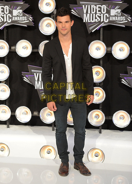 Taylor Lautner.Arrivals  at the 2011 MTV Video Music Awards held at Nokia Theatre L.A. Live in Los Angeles, California, USA..28th August 2011.full length white shirt black suit jacket jeans denim  .CAP/RKE/DVS.©DVS/RockinExposures/Capital Pictures.