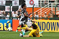 ATENÇÃO EDITOR: FOTO EMBARGADA PARA VEÍCULOS INTERNACIONAIS SÃO PAULO,SP,27 OUTUBRO 2012 - CAMPEONATO BRASILEIRO - CORINTHIANS x VASCO - Carlos Alberto jogador do Vasco durante partida Corinthians x Vasco válido pela 33º rodada do Campeonato Brasileiro no Estádio Paulo Machado de Carvalho (Pacaembu), na região oeste da capital paulista na tarde deste sabado (27).(FOTO: ALE VIANNA -BRAZIL PHOTO PRESS).