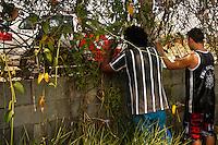 SÃO PAULO,SP,17.10.2014 -PROTESTO TORCEDORES CORINTHIANS - Torcedores do Corinthians protestam manhã de hoje (17) no CT Joaquim Grava (Foto Ale Vianna/Brazil Photo Press).