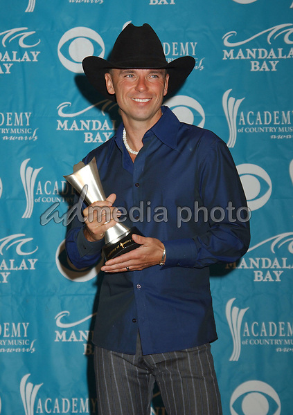 17 May 2005 - Las Vegas, Nevada - Kenny Chesney. The 40th Annual Academy of Country Music Awards (ACM) held at Mandalay Bay Resort & Casino. Photo Credit: Laura Farr/AdMedia