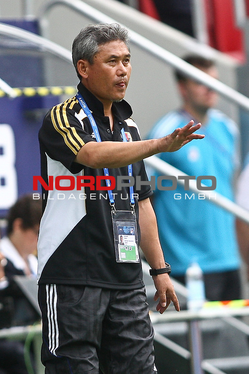 17.07.2010,  Augsburg, GER, FIFA U20 Womens Worldcup, Nigeria vs Japan,  im Bild Norio Sasaki (Coach Japan) , Foto: nph /  Straubmeier