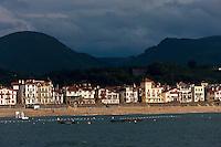 Europe/France/Aquitaine/64/Pyrénées-Atlantiques/Pays-Basque/Saint-Jean-de-Luz: Le Front de mer vu  depuis la Pointe Sainte-Barbe