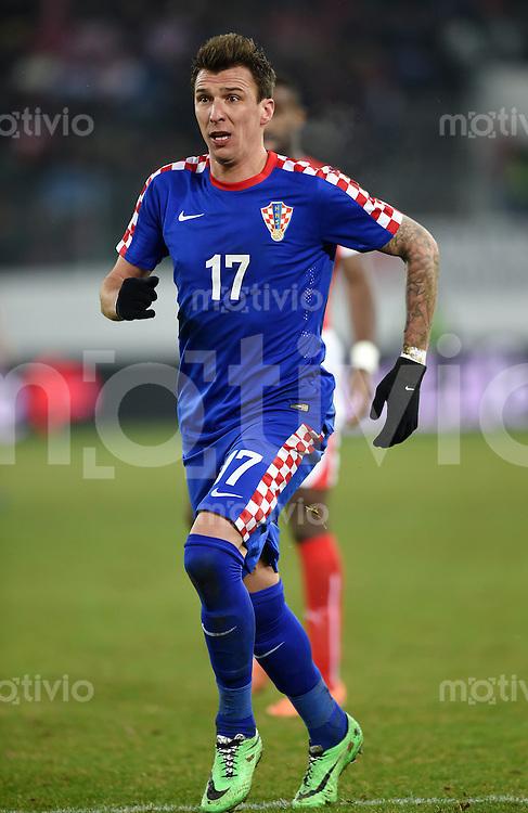 FUSSBALL INTERNATIONALES TESTSPIEL in Sankt Gallen Schweiz - Kroatien       05.03.2014 Mario Mandzukic (Kroatien) am Ball