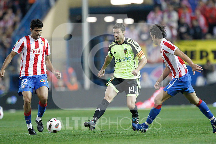 Atletico de Madrid's Diego Costa and Zaragoza's Gabriel Fernandez Gabi during la Liga match, september 26, 2010...Photo: Cesar Cebolla / ALFAQUI