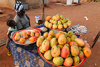 "Afrika Westafrika Burkina Faso .Mutter und Kind verkaufen Mangos auf dem Markt -  laendliche Landwirtschaft Afrikaner afrikanisch xagndaz | .Africa west-africa Burkina Faso.mother and child sell Mangoes at market in village  -  agriculture  .| [ copyright (c) Joerg Boethling / agenda , Veroeffentlichung nur gegen Honorar und Belegexemplar an / publication only with royalties and copy to:  agenda PG   Rothestr. 66   Germany D-22765 Hamburg   ph. ++49 40 391 907 14   e-mail: boethling@agenda-fototext.de   www.agenda-fototext.de   Bank: Hamburger Sparkasse  BLZ 200 505 50  Kto. 1281 120 178   IBAN: DE96 2005 0550 1281 1201 78   BIC: ""HASPDEHH"" ,  WEITERE MOTIVE ZU DIESEM THEMA SIND VORHANDEN!! MORE PICTURES ON THIS SUBJECT AVAILABLE!! ] [#0,26,121#]"