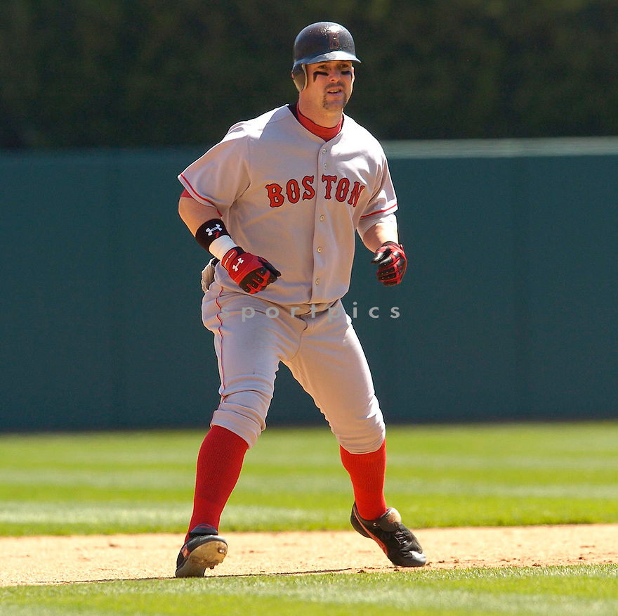 Trot Nixon of the Boston Red Sox in action against the Seattle Mariners...Red Sox win 2-1..Chris Bernacchi / SportPics