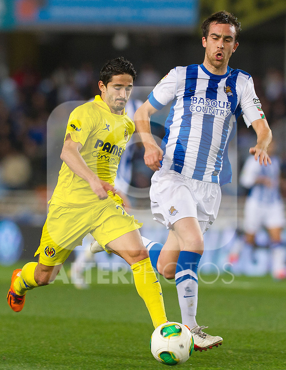 Real Sociedad's Mikel Gonzalez (r) and Villareal's Jonathan Pereira during Copa del Rey match.November 23,2013. (ALTERPHOTOS/Mikel)