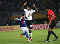 BOGOTÁ -COLOMBIA, 28-02-2018: Ayron del Valle (Izq.) de Millonarios de Colombia disputa el balón con Rene Junior (Der.) de  Corinthias de Brasil  durante partido por La Copa Conmebol Libertadores 2018 , grupo 7  ,jugado en el estadio Nemesio Camacho El Campín de la ciudad de Bogotá./ Ayron del Valle(L) of Millonarios  of Colombia disputes the ball with Rene Junior (R) of Corinthias of Brazil during match  by the Conmebol Libertadores Cup 2018, group 7, played in Nemesio Camacho El Campín stadium of the Bogota  city. Photo: VizzorImage/ Felipe Caicedo / Staff