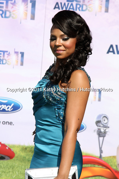 LOS ANGELES - JUN 26:  Ashanti arriving at the 11th Annual BET Awards at Shrine Auditorium on June 26, 2004 in Los Angeles, CA