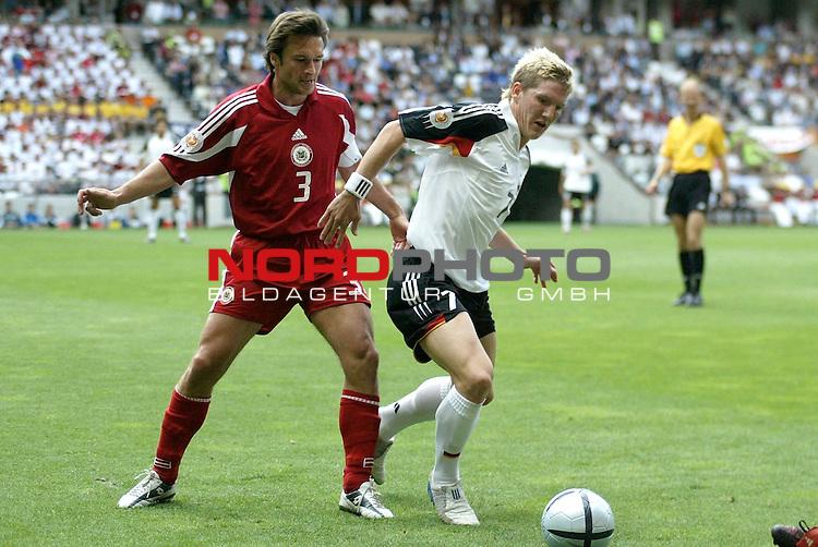 Europameisterschaft 2004 Portugal<br /> <br /> Lettland - Deutschland  0:0<br /> <br /> Vitalijs Astavjefs und Bastian Schweinsteiger <br /> <br /> Foto &copy; nordphoto<br /> <br /> <br /> <br /> Gemaess Auflage der UEFA duerfen saemtliche Bilder von der EURO 2004 nicht fuer MMS Dienste oder sonstige Dienste via Mobiltelefon oder mit PDAs genutzt werden.<br /> <br /> <br /> <br /> <br /> <br />  *** Local Caption *** Foto ist honorarpflichtig! zzgl. gesetzl. MwSt.<br /> <br />  Belegexemplar erforderlich<br /> <br /> Adresse: nordphoto<br /> <br /> Georg-Reinke-Strasse 1<br /> <br /> 49377 Vechta<br /> <br /> Telefon: 04441-89400 / Fax: 04441-894022