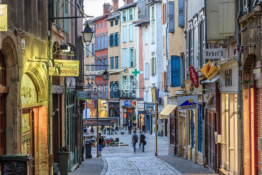 France, Haute-Loire (43), Le Puy-en-Velay, la rue Chenebouterie dans la vieille ville // France, Haute Loire, le Puy en Velay, Chenebouterie street in the old town