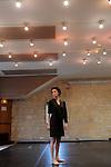 BARDO....Choregraphie : Teresa Acevedo..Avec :..Teresa Acevedo..Cadre : Cursus Transforme, fenetre sur cour(s)..Lieu : Fondation Royaumont..Ville : Asniere sur Oise..Le : 13 12 2009..© Laurent PAILLIER / photosdedanse.com..All rights reserved....Teresa Acevedo a choisi de présenter son travail au détour d'un couloir, dans un lieu de passage. A partir du «bardo du corps illusoire», qui dans le bouddhisme tibétain évoque un état intermédiaire, un entre deux, elle explore le mouvement dans une forme de présent continu, qui questionne notre rapport au temps, au transit, au devenir. Il s'agit de dialoguer à travers le corps avec ces états de l'être où n'existent ni passé ni avenir. Un travail qui explore les mouvements infimes et invite à la proximité, à l'approche.
