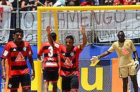 RIO DE JANEIRO, RJ, 16.11.2013 -III MUNDIALITO DE CLUBES BEACH SOCCER / SEMI-FINAL / BOTAFOGO x FLAMENGO / RJ-  Partida entre Botafogo x Flamengo, válida pela semi-final do III mundialito de beach soccer, em copacabana na zona sul da cidade do Rio de Janeiro, na manhã  deste sábado (16). (Foto: Marcelo Fonseca / Brazil Photo Press).