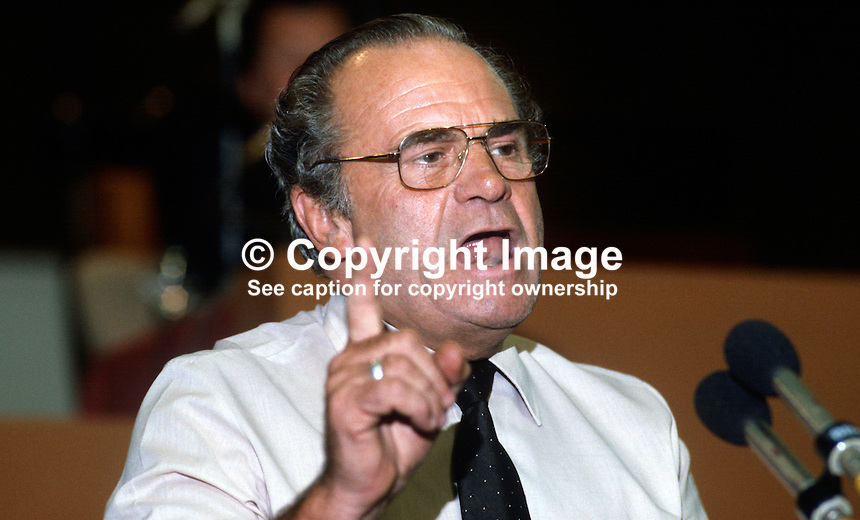 Ron Todd, general secretary, ATGWU, Amalgamated Transport &amp; General Workers' Union, trade union, UK, at Trades Union Congress annual conference 1984. 19840105RT3.<br />