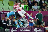 GDANSK, POLONIA, 18 JUNHO 2012 - EURO 2012 - ESPANHA X CROACIA - Sergio Busquets  jogador da Espanha durante lance partida contra Srna jogador  da Croacia pela terceira rodada do Grupo C da Euro 2012 em Gdansk na Polonia , nesta segunda-feira , 18. (FOTO: PIXATHLON / BRAZIL PHOTO PRESS).