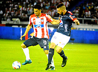 BARRANQUILLA - COLOMBIA - 08 - 11 - 2017: Teofilo Gutierrez (Izq.) jugador de Atletico Junior disputa el balón con Santiago Echeverria (Der.) jugador de Deportivo Independiente Medellin, durante partido de vuelta entre Atletico Junior y Deportivo Independiente Medellin, por la final de la Copa Aguila 2017, jugado en el estadio Metropolitano Roberto Melendez de la ciudad de Barranquilla. / Teofilo Gutierrez (L) player of Atletico Junior vies for the ball with Santiago Echeverria (R) player of Deportivo Independiente Medellin, during a match for the second leg between Atletico Junior and Deportivo Independiente Medellin, for the final of the Copa Aguila 2017 at the Metropolitano Roberto Melendez Stadium in Barranquilla city, Photo: VizzorImage  / Alfonso Cervantes / Cont.