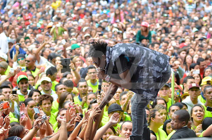 SÃO PAULO, SP, 01.05.2014 – DIA DO TRABALHADOR  CUT/CTB/CSB - Show da banda Pixote durante Ato para comemorar o Dia Internacional do Trabalhador organizado pela Central Única dos Trabalhadores (CUT), Central dos Trabalhadores do Brasil (CTB) e a Central dos Sindicatos Brasileiros (CSB) no Vale do Anhangabaú, região central de São Paulo. (Foto: Levi Bianco / Brazil Photo Press).
