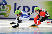 SCHAATSEN: DORDRECHT: Sportboulevard, Korean Air ISU World Cup Finale, 11-02-2012, Thibaut Fauconnet FRA (23), Liam McFarlane CAN (9), ©foto: Martin de Jong
