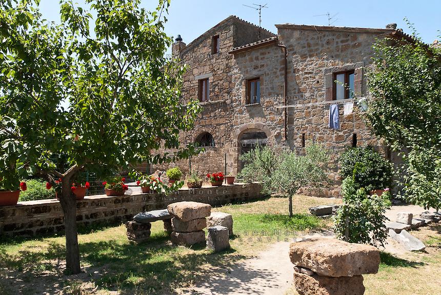 Civita di Bagnoregio. Il giardino pensile di Maria Medori, la residente più anziana di borgo.