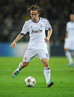 FUSSBALL   CHAMPIONS LEAGUE   SAISON 2012/2013   GRUPPENPHASE   Borussia Dortmund - Real Madrid                                 24.10.2012 Luka Modric (Real Madrid) Einzelaktion am Ball