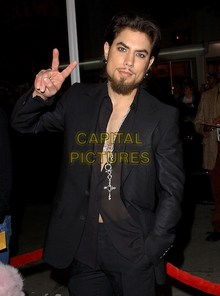 DAVE NAVARRO.World Premiere of Warner Brother's Starsky & Hutch held at The Mann Village Theatre in Westwood, California .26 February 2004 .*UK Sales Only*.half length, half-length, peace sign.www.capitalpictures.com.sales@capitalpictures.com.©Capital Pictures.