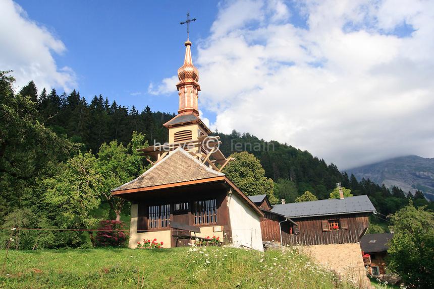 France, Haute-Savoie (74), Sixt, le Mont, la chapelle du Mont et son clocher en cuivre // France, Haute Savoie, Sixt, le Mont, chapel of Mont with a copper bell tower