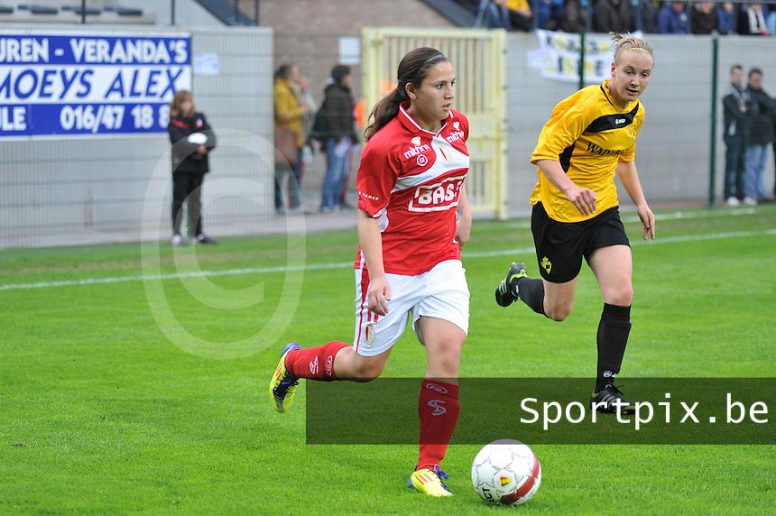Bekerfinale 2012 : WD Lierse SK - Standard Femina :.Vanity Lewerissa aan de bal voor Marleen Joore.foto David Catry / Joke Vuylsteke / Vrouwenteam.be