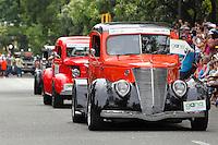 Autos clasicos y  Medellin, Marcha / Parade,  Colombia. 07-08-2015