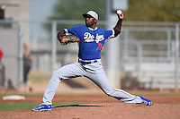 Los Angeles Dodgers pitcher Luis De Paula (71) during an Instructional League game against the Cincinnati Reds on October 11, 2014 at Goodyear Training Complex in Goodyear, Arizona.  (Mike Janes/Four Seam Images)