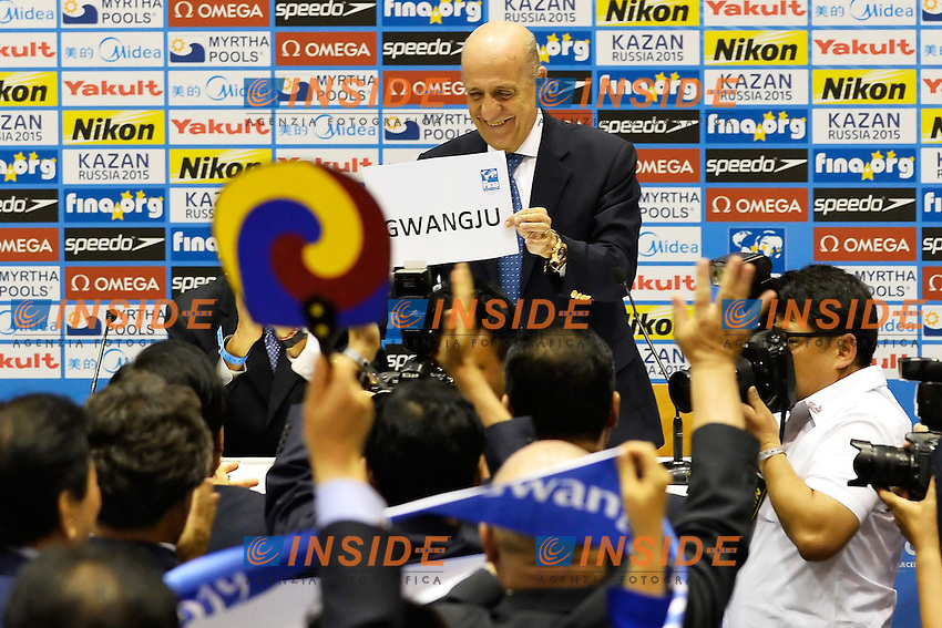Fina President Julio Maglione shows the board with the name of Gwangju that will host the 2019 World Championships <br /> Press conference to decide host cities for World Championships 2019 / 2021 <br /> Barcellona 19/7/2013 <br /> Barcelona 2013 15 Fina World Championships Aquatics <br /> Foto Andrea Staccioli Insidefoto