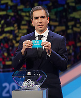 Philipp Lahm greift in den Lostopf 3 und zieht die Dänemark - 30.11.2019: UEFA EURO2020 Auslosung, Romexpo Bukarest, DISCLAIMER: UEFA regulations prohibit any use of photographs as image sequences and/or quasi-video.