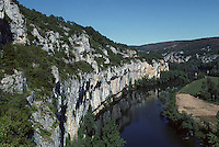 Europe/France/Midi-Pyrénées/46/Lot/Vallée du Lot/Saint-Cirq-Lapopie : La vallée du Lot