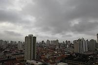 SAO PAULO, SP, 25 MARCO 2013, CLIMA TEMPO. São Paulo amanheceu com céu nublado nessasegunda-Feira (25), foto feita na região da Moóca. LUIZ GUARNIERI/ BRAZIL PHOTO PRESS.