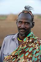 KENYA Turkana Region, Kakuma , here the Turkana a nilotic tribe are living, Turkana man / KENIA Turkana Region , Kakuma, hier leben die Turkana ein nilotisches Volk, Turkana Mann
