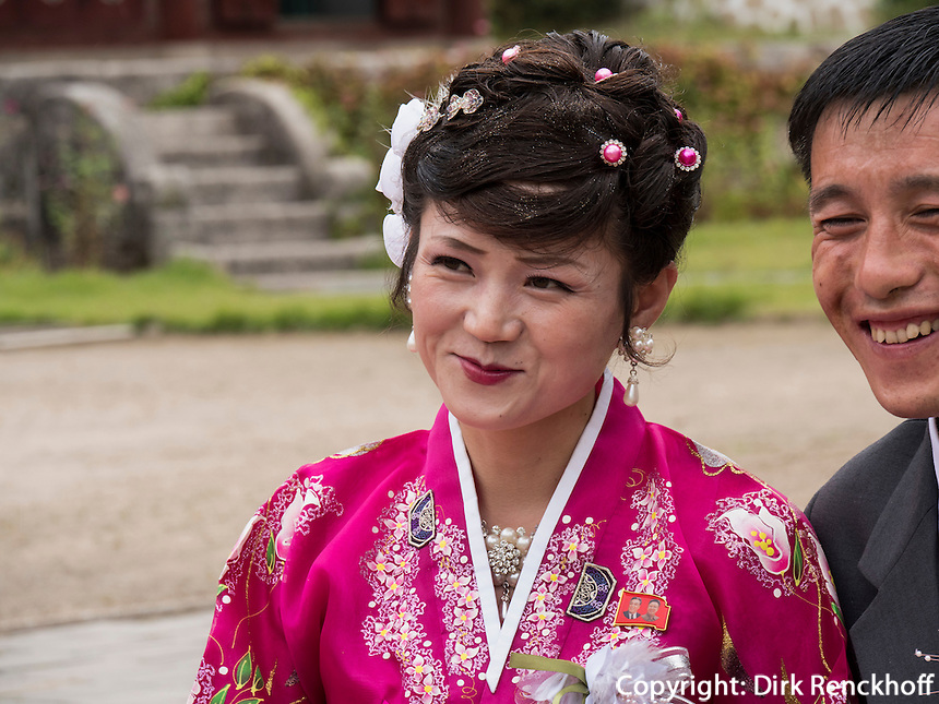 Brautpaar bei Kaesong, Nordkorea, Asien<br /> bridal couple near Kaesong, North Korea, Asia