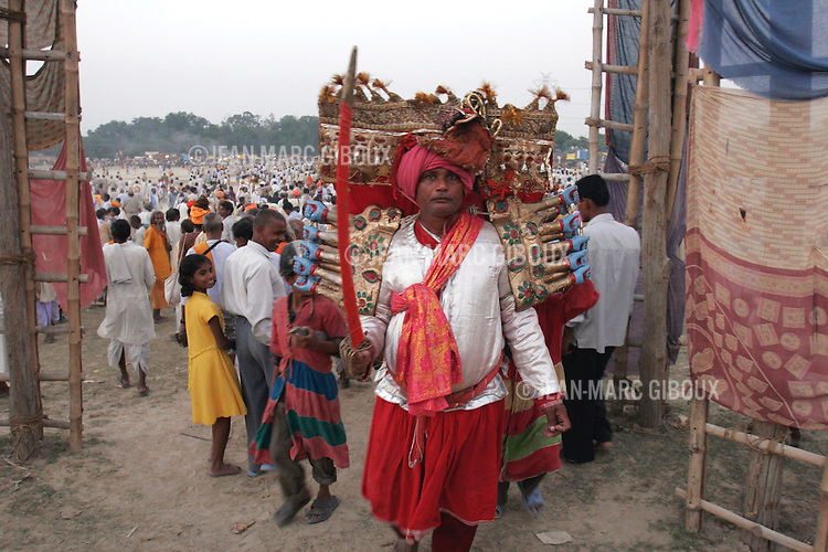 .RAMNAGAR, UTTAR PRADESH, INDIA - OCTOBER 10, 2005 : The Demon-king Ravana get ready for battle with Ram on day 24 of the Ramlila, October 10, 2005. The Ramlila is the play of the Hindu scripture 'the Ramayana', writen by Tulsidas in Varanasi, which depict the adventures of the god Ram and his flight against the Demon God Ravana. The Ramlila of Ramnagar has been organized by the Maharaja of Benares since the early 1800s and is still the most authentic, a reference to other Ramlilas. It last for 31 days and is staged over a 10 square mile area . It is the largest play to be produced in the world .(Photo by Jean-Marc Giboux/Getty Images)