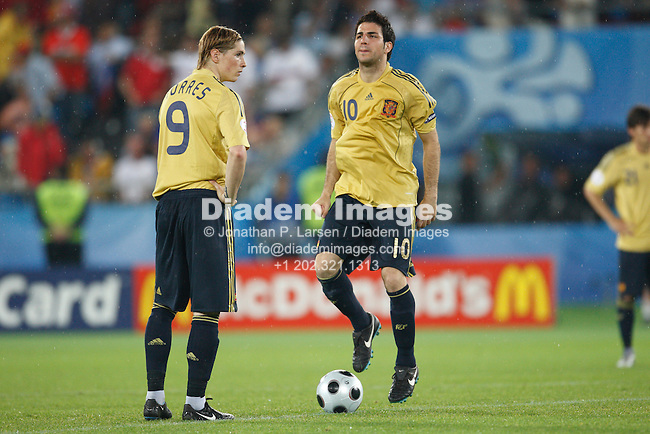 VIENNA - JUNE 26:  Spain's Fernando Torres (l) and Cesc Fàbregas (r) prior to the second half kickoff against Russia during a UEFA Euro 2008 semi final match June 26, 2008 at Ernst Happel Stadion in Vienna, Austria.
